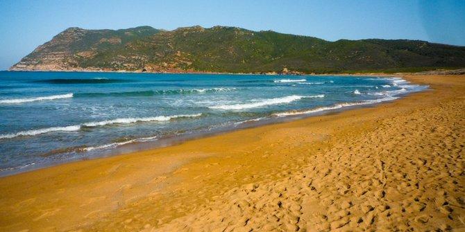 pantai-oranye-porto-ferro-italia
